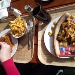 tien kilometer voor de grens op de valreep nog een paprika en tuinkersloze schnitzel en braadworst.